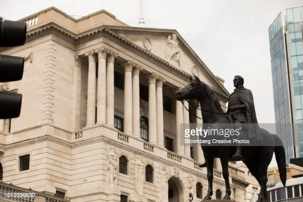 a statue of the duke of wellington on horseback - bank of england stock photos and pictures
