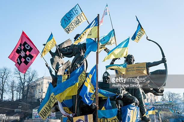CONTENT] Statue of the Kiev founders in the Independence Square during the riots of 20132014