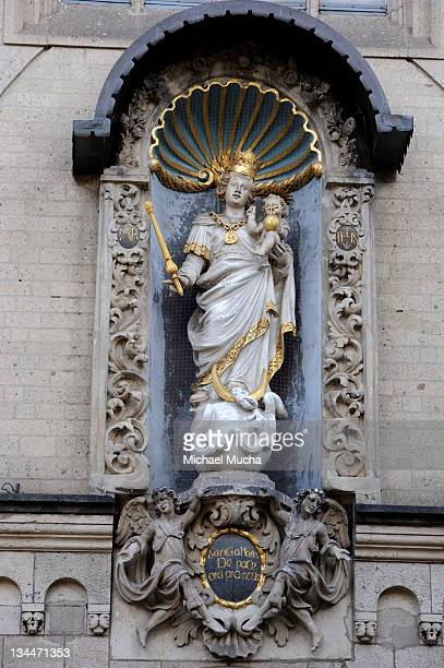 statue of the virgin mary, liebfrauenkirche, church of our lady, koblenz, rhineland-palatinate, germany, europe - michael mucha stock-fotos und bilder