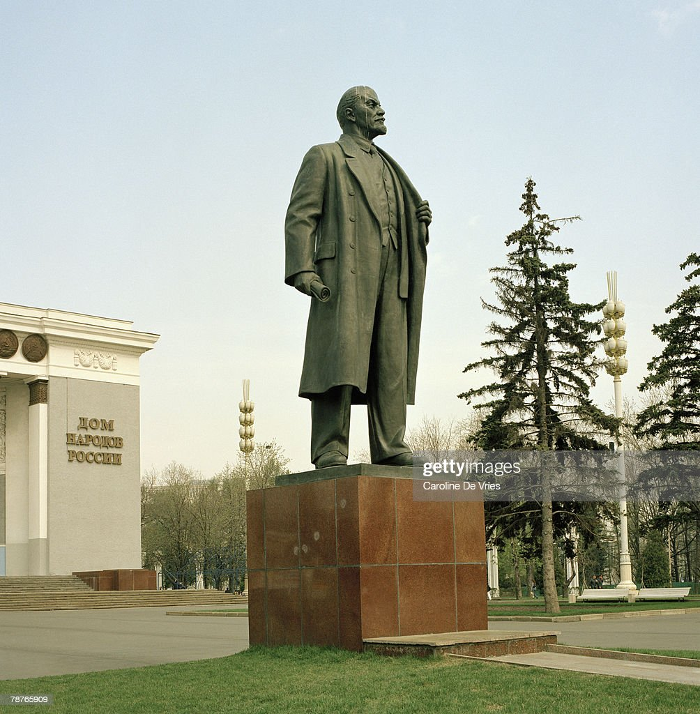 Statue of Vladimir Lenin, All-Russian Exhibition Center, Moscow, Russia : Stock Photo