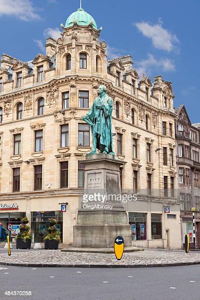 estatua de william pitt, edimburgo, escocia, en el reino unido. - new town edinburgh fotografías e imágenes de stock