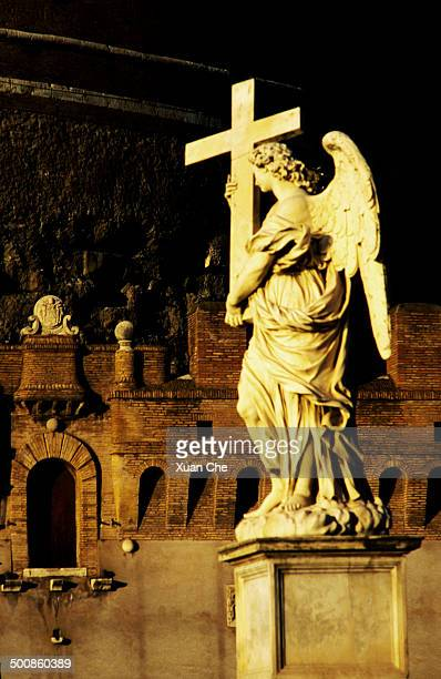 statue on ponte sant'angelo, rome, italy - xuan che stock pictures, royalty-free photos & images