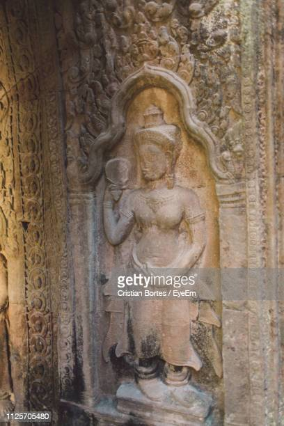 statue on wall in temple - bortes stock pictures, royalty-free photos & images