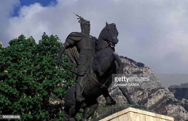 Statue équestre de Gjergj Kastriot Skanderbeg à Krujë, Albanie.