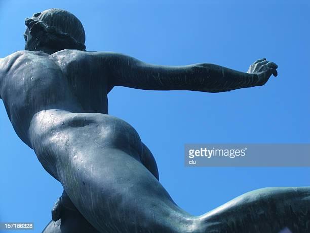 Statue runner