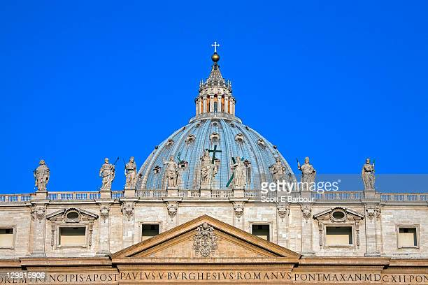 statues and dome of st. peter's basilica - st. peter's square stock pictures, royalty-free photos & images