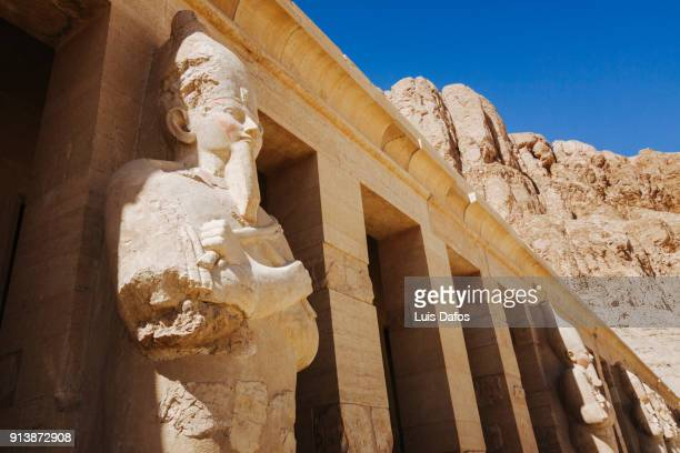 statues at hatshepsut temple facade - luxor thebes stock pictures, royalty-free photos & images