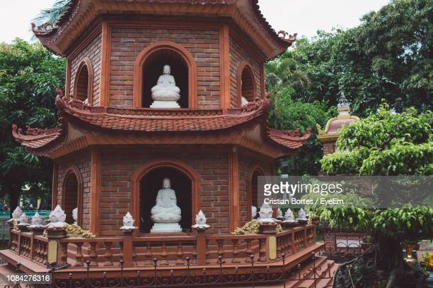 statues at temple - bortes stock photos and pictures