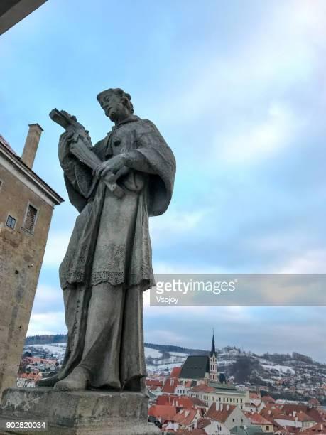statues at the plášťový most, český krumlov castle, czech republic - vsojoy stock pictures, royalty-free photos & images