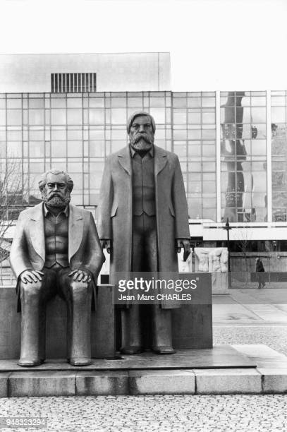 Statues de Karl Marx et Friedrich Engels à Berlin.