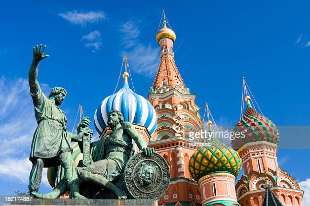 statues in front of st basil cathedral with blue sky - moscow russia stock pictures, royalty-free photos & images