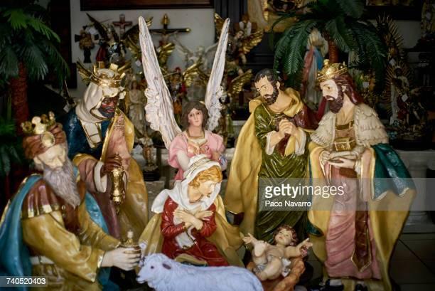 statues in nativity scene - trough stock-fotos und bilder