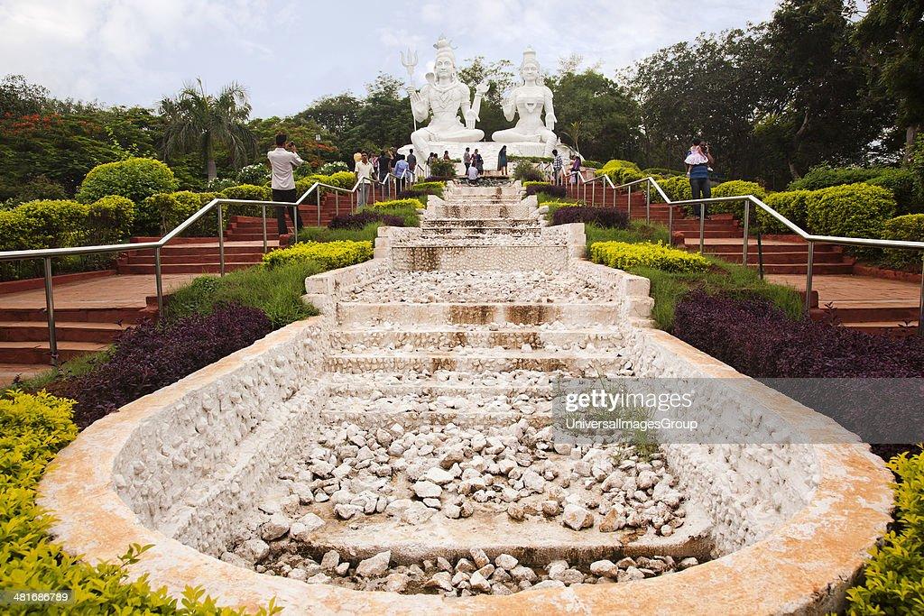 Statues of Lord Shiva and Goddess Parvathi in a park, Kailasagiri Park, Vishakhapatnam, Andhra Pradesh, India : Nieuwsfoto's