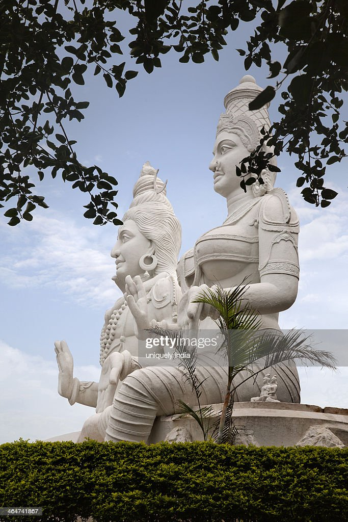 Statues of Lord Shiva and Goddess Parvathi, Kailasagiri Park, Visakhapatnam, Andhra Pradesh, India : ストックフォト