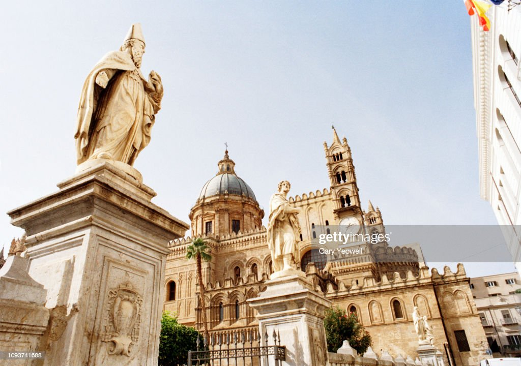 Statues outside entrance to Palermo Cathedral : Stock Photo