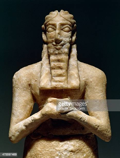 Statuette of a man with a beard alabaster from the site of Tell Khuera Syria Mesopotamian civilisation 3rd millennium BC Damascus Musée National De...