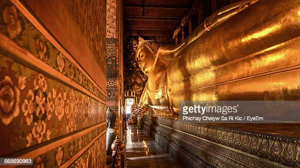 status of reclining buddha at wat pho temple in thailand - wat pho stock pictures, royalty-free photos & images
