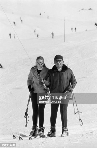Stavros Niarchos et Doris Kleiner aux sports d'hiver en février 1971 à SaintMoritz Suisse