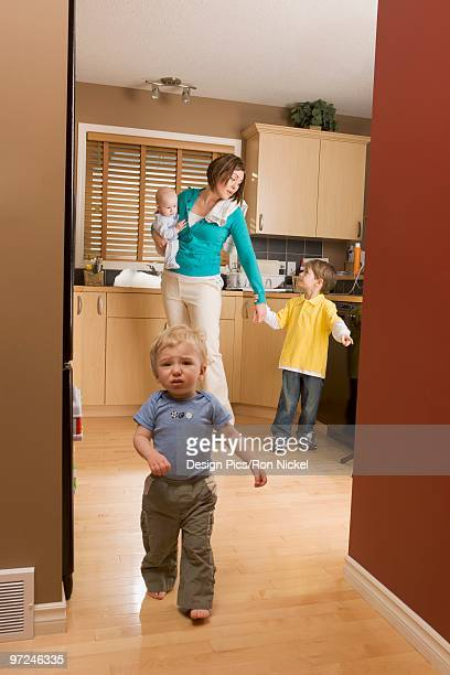 stay at home mom - stay at home mother stock-fotos und bilder