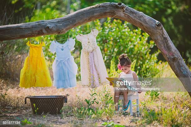 stay calm and be a princess - princesse photos et images de collection