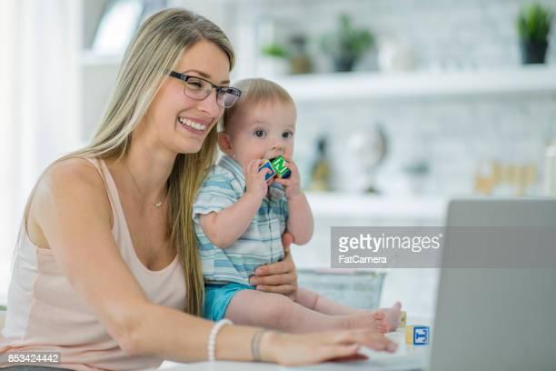 hausfrau und mutter - stay at home mother stock-fotos und bilder