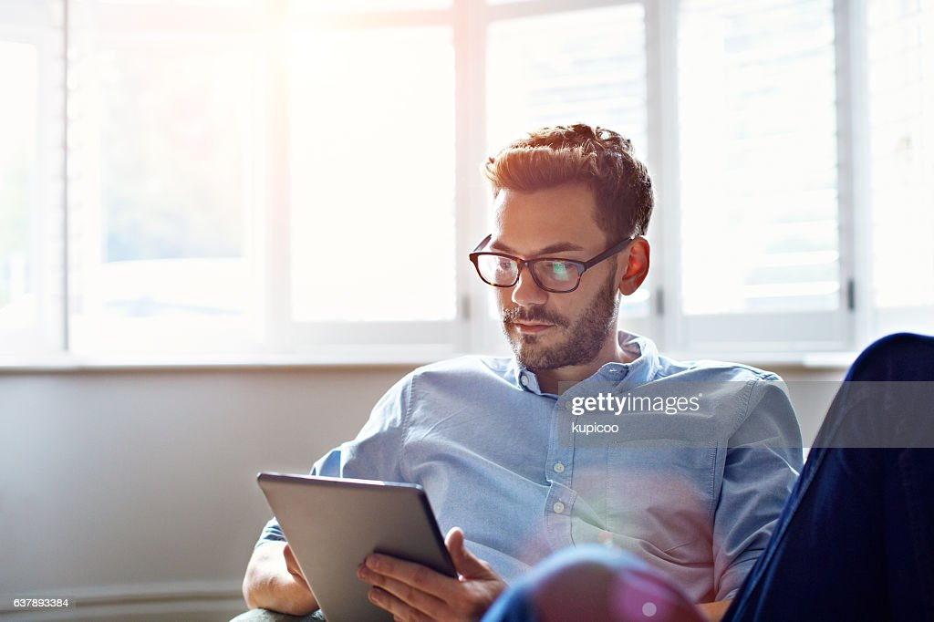 Staying connected throughout the day : Stock Photo