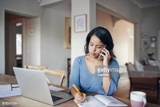 staying in touch with the office from home - usare il telefono foto e immagini stock