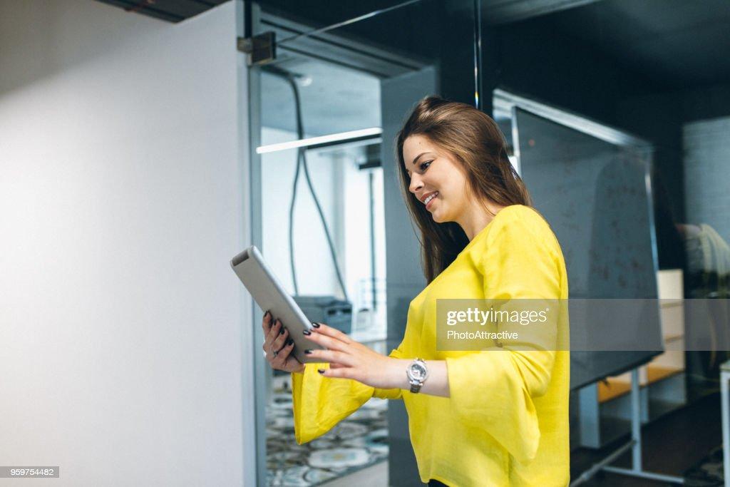 Bleiben gut informiert in Sachen business : Stock-Foto