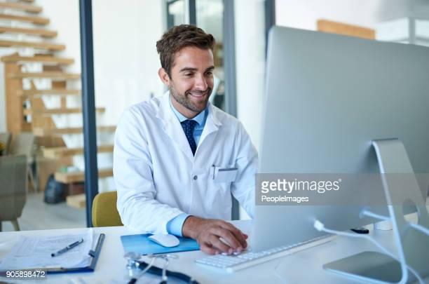 ficar bem informado sobre o mais recente no campo da medicina - doutor - fotografias e filmes do acervo