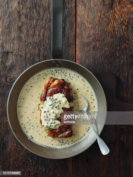 steak with mustard and green peppercorns sauce - carne de churrasco imagens e fotografias de stock