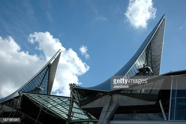 ウィング注目の建築裁判所ベルギーアントワープ - アントウェルペン州 ストックフォトと画像