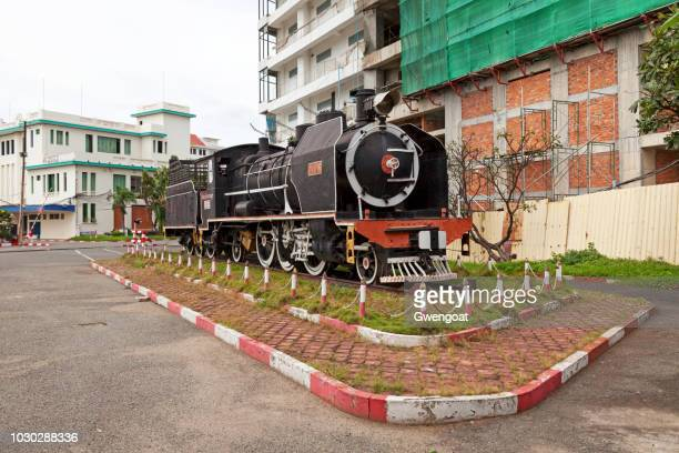 steam locomotive in phnom penh - gwengoat foto e immagini stock