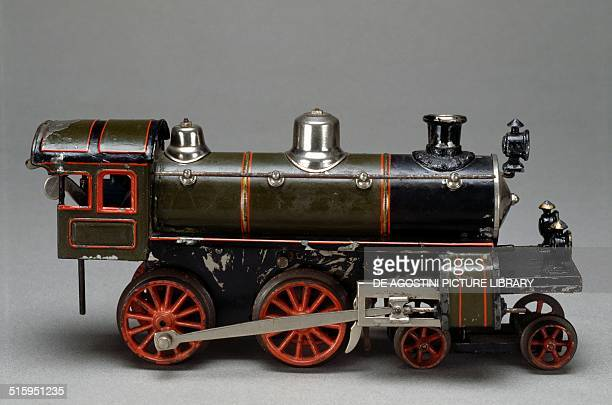 Steam locomotive toy with spring mechanism made by Karl Bub 1912 Germany 20th century Milan Museo Del Giocattolo E Del Bambino