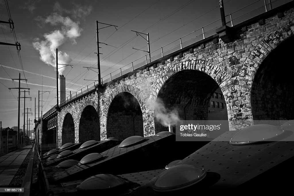 Steam machines beside bridge : Stock-Foto