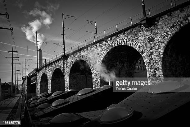 steam machines beside bridge - tobias gaulke stock-fotos und bilder