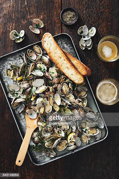 Steamed clams with white vine and herbs