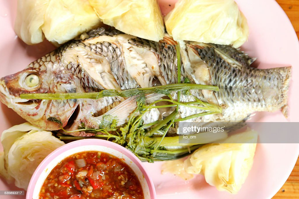 Steamed fish with vegetable. : Bildbanksbilder