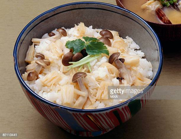 Steamed rice with shimeji mushrooms
