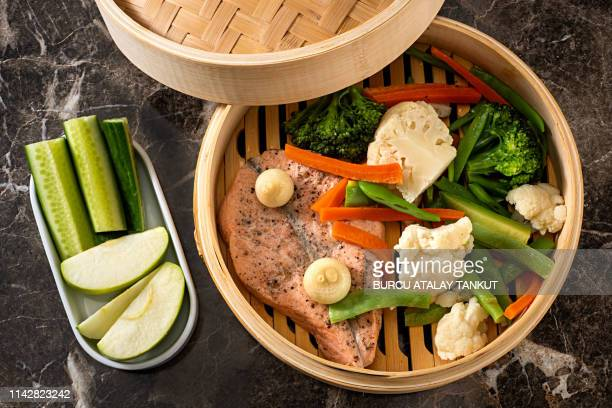 steamed salmon and vegetables - 蒸し ストックフォトと画像