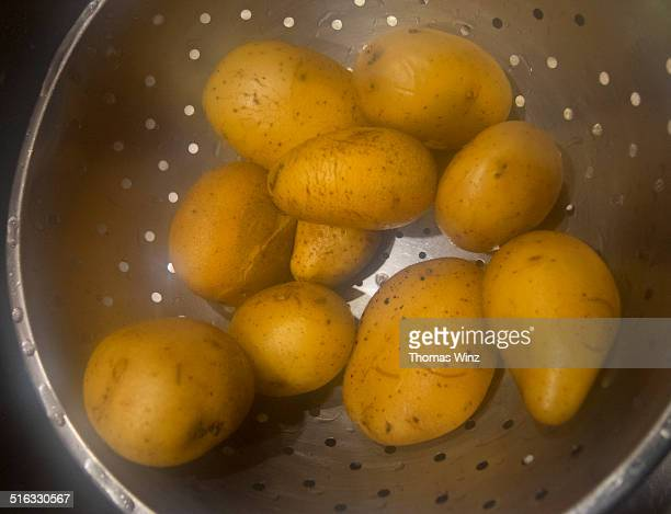 Steaming boiled potatoes