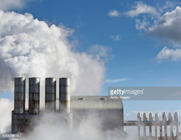 steaming pipes at svartsengi geothermal power plant, reykjanes peninsula, iceland - 火力発電所 ストックフォトと画像