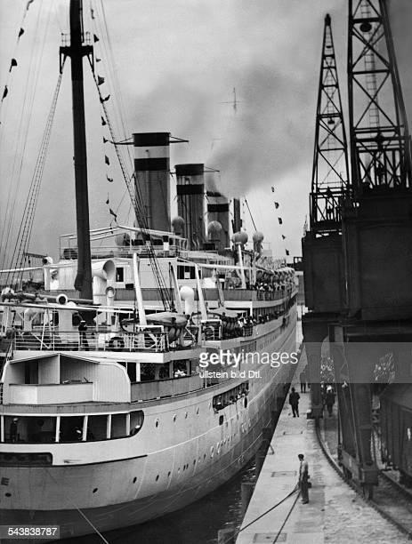 Steamship 'Resolute' landing at the harbour Hamburg Photographer Curt Ullmann Published by 'Sieben Tage' 15/1936Vintage property of ullstein bild