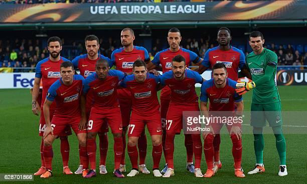 Steaua Bucarest's players front raw prior the UEFA Europa League group L football match beetween Villarreal CF and Steaua Bucuresti at Estadio El...