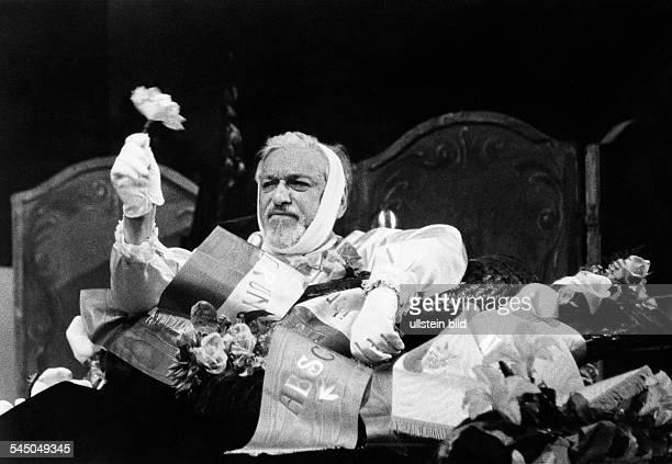 Steckel Leonard *Schauspieler Regisseur D als 'Nobelpreistraeger Schwitter' in dem Stueck'Der Meteor' von Friedrich DuerrenmattUrauffuehrung im...