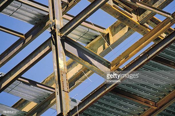 steel beams at construction site - viga i - fotografias e filmes do acervo