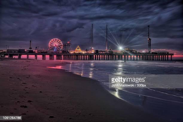 steel pier sunrise - maslowski stock-fotos und bilder