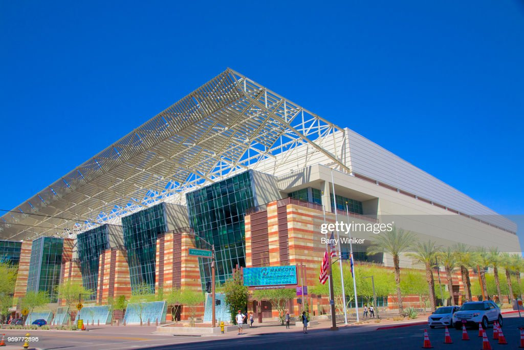 Steel shade canopy at downtown Phoenix convention center : Stock-Foto