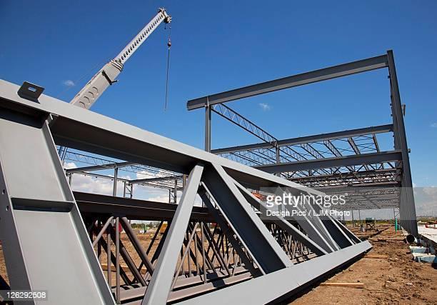 steel structure of building construction - viga i - fotografias e filmes do acervo