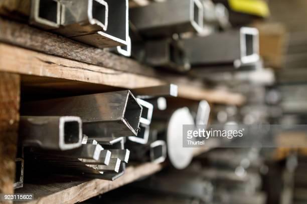 stahlfabrik röhren at metal work - laborschlauch stock-fotos und bilder