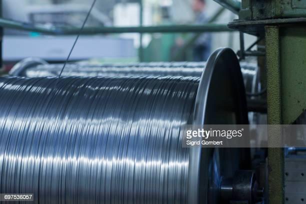steel wool cleaners in the factory, lahr, baden-wuerttemberg, germany - sigrid gombert fotografías e imágenes de stock